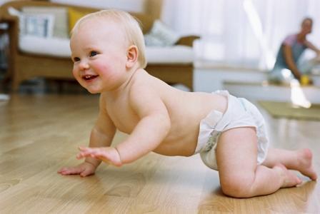baby-crawling-photo-250-j-4878682-535x800